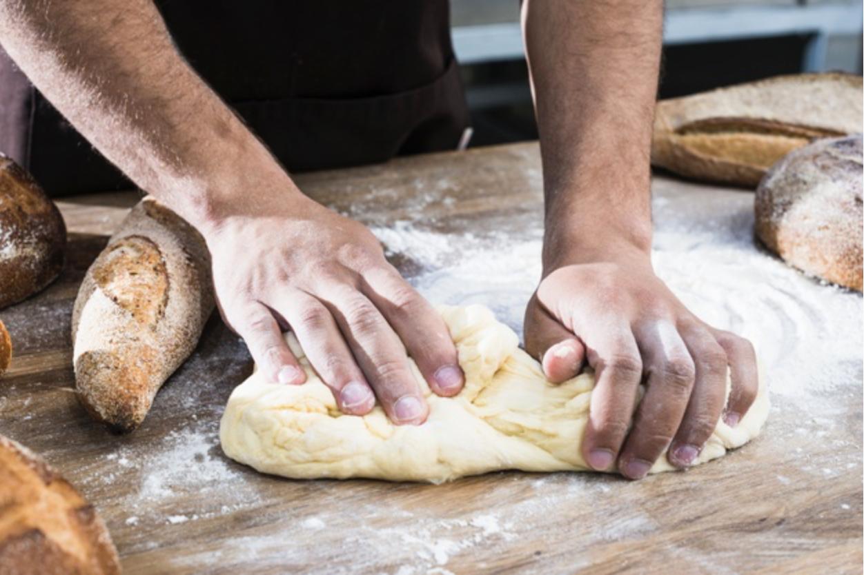 Hướng dẫn nhào bột bánh mì cho người mới bắt đầu - Bakez.vn